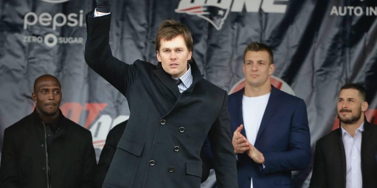 Miles de fanáticos acuden a despedida de Patriots
