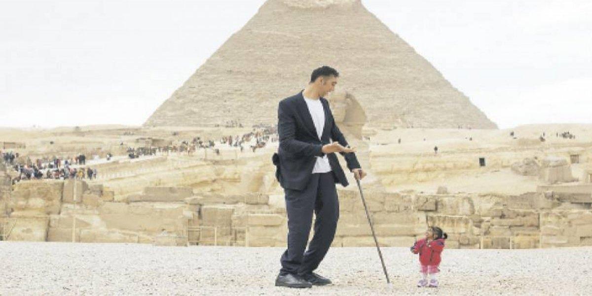 La mujer más pequeña y el hombre más alto del mundo se encontraron en Egipto
