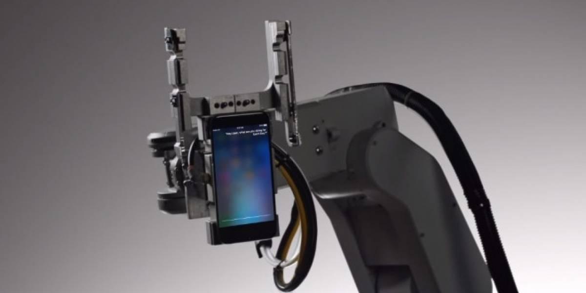 Siri es asesinada por su primo, el robot de reciclaje Liam