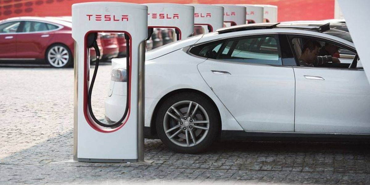 Empresa de autos eléctricos prepararía su llegada a Chile en busca del litio
