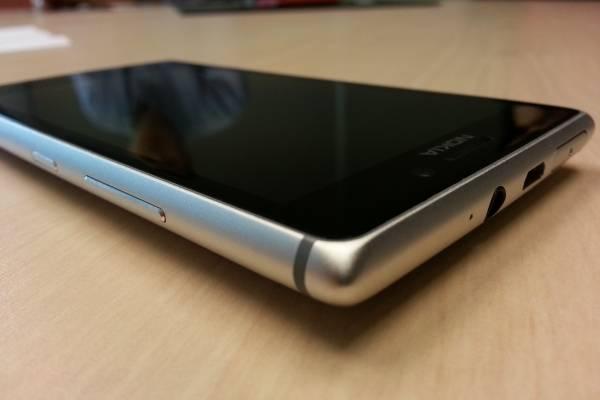 5d5588166f8 Nokia Lumia 925, el jorobado que te da y te quita [A Primera Vista]