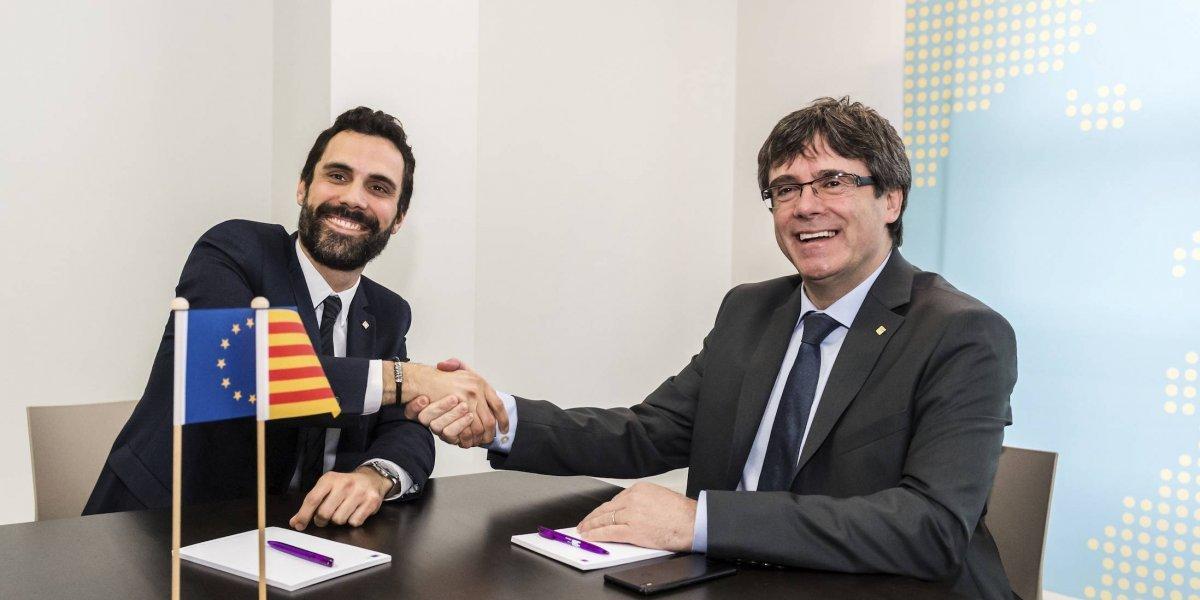 Parlamento de Cataluña pospone reelección de Carles Puigdemont
