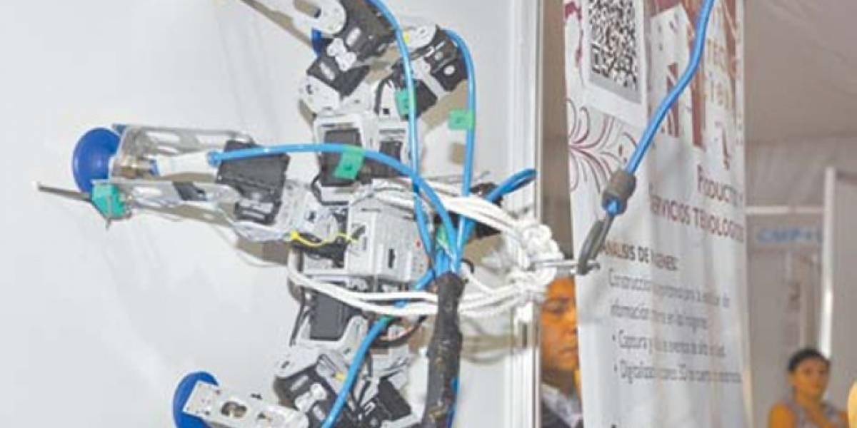 México: Alumna del IPN crea robot parecido a una araña