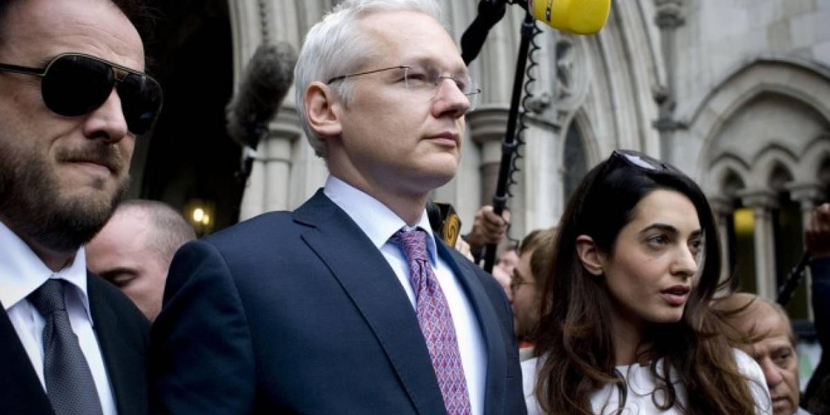 Ecuador ha gastado millones de dólares en espionaje protegiendo a Julian Assange