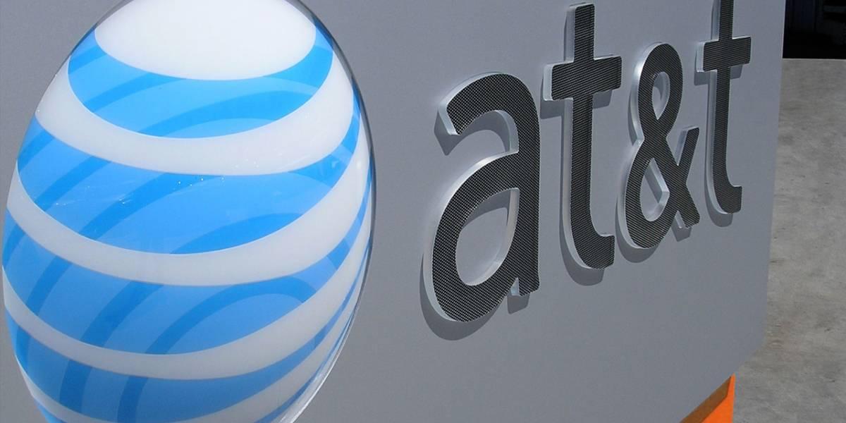 """AT&T dejará sin señal a teléfonos sin """"chip"""" en México"""