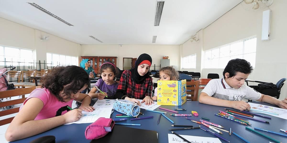 Refugiados em SP contam como 'decifram' o português