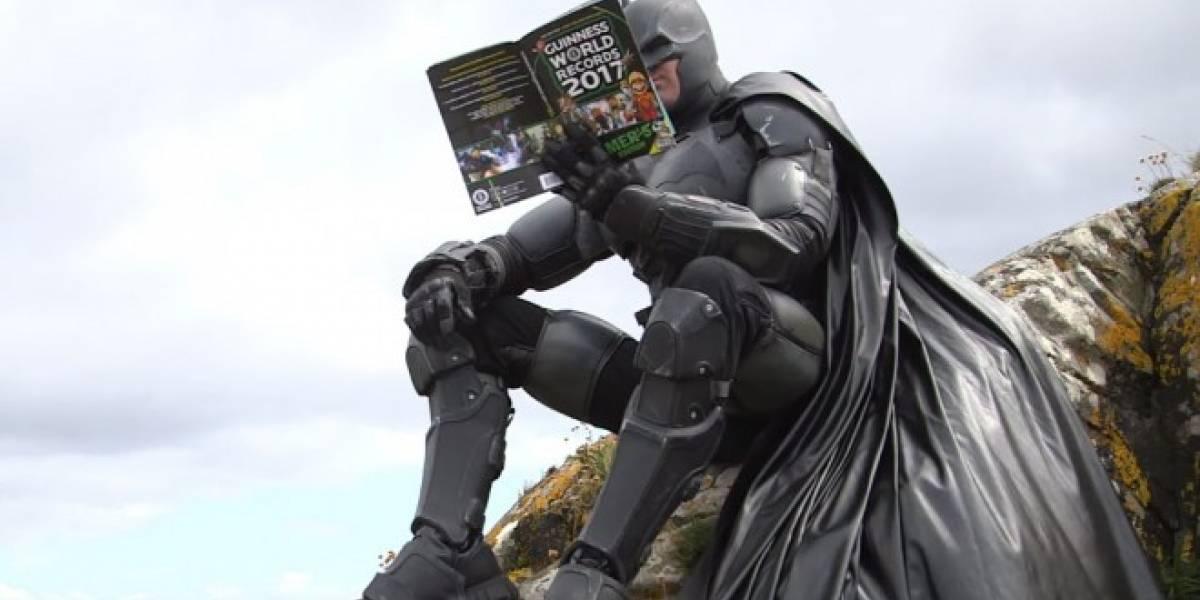 Fan crea un traje realista de Batman y logra un Récord Guinness
