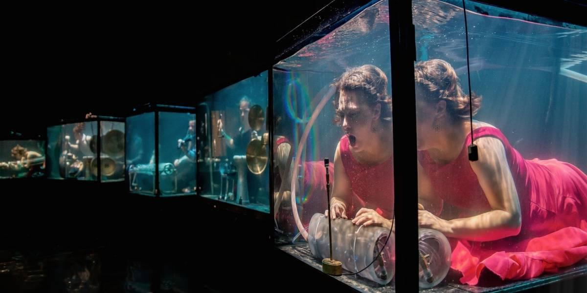 Esta banda toca música debajo del agua