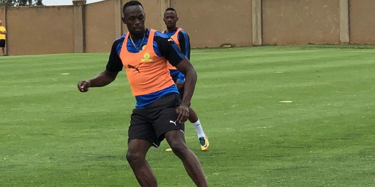 VIDEO: Así comenzó el entrenamiento de Usain Bolt en la liga de futbol sudafricana