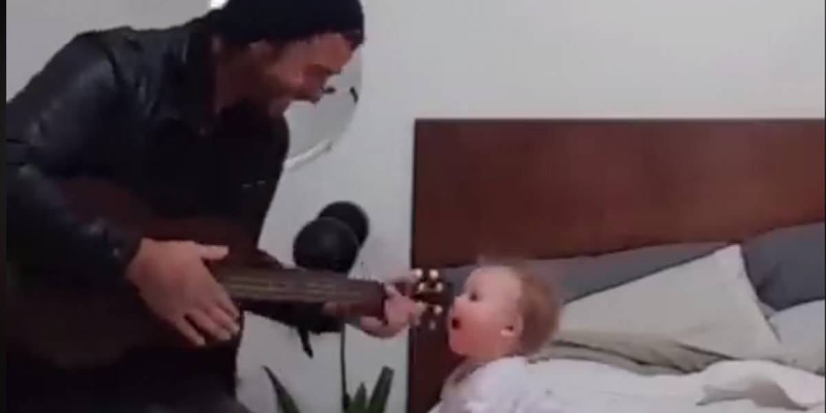 Bebê dançando enquanto o pai canta e toca violão é o vídeo mais fofo que você vai ver hoje