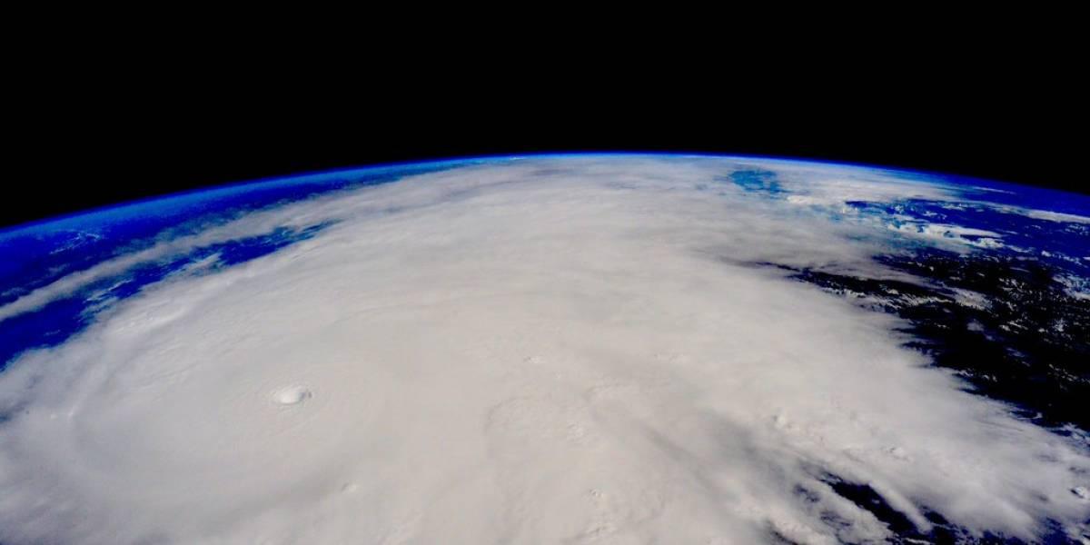 Clientes de AT&T podrán llamar sin costo a México durante el paso del huracán Patricia