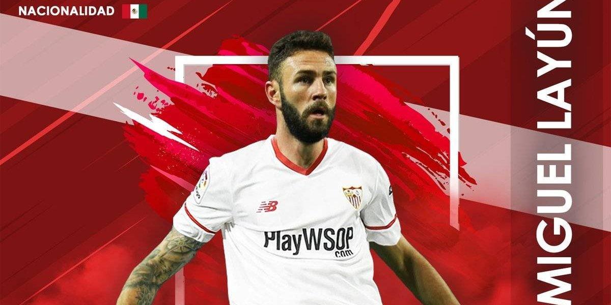 Sevilla presenta a Miguel Layún con bandera de México al revés