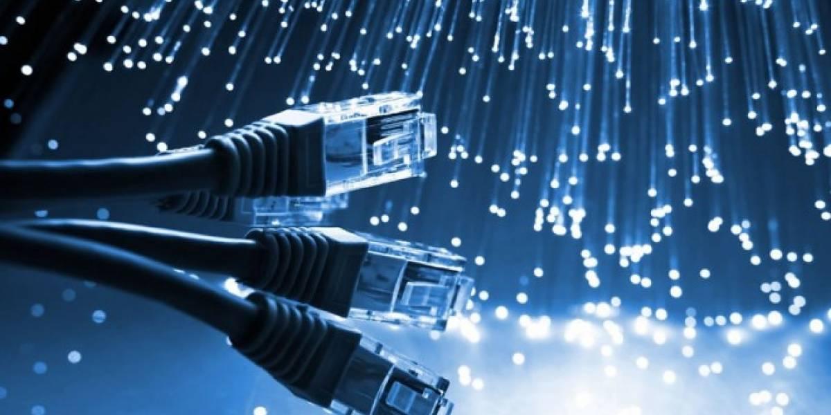 Físico chileno realizó investigación que influiría en el funcionamiento de la fibra óptica