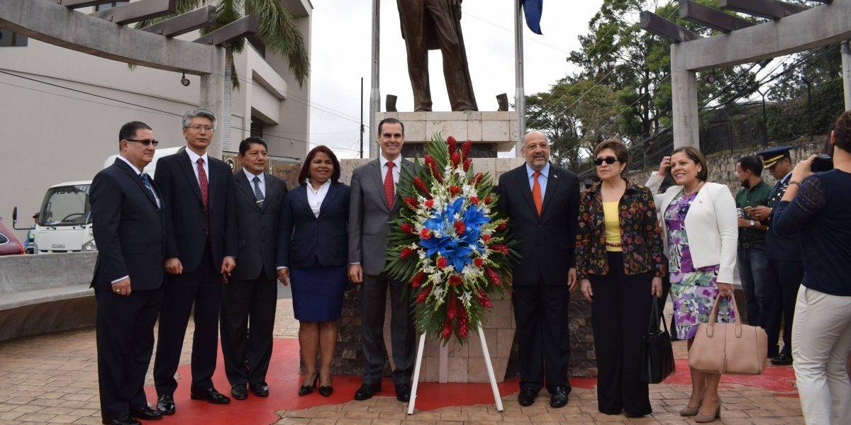 #TeVimosEn: Embajada dominicana en Honduras rindió tributo al patricio Juan Pablo Duarte