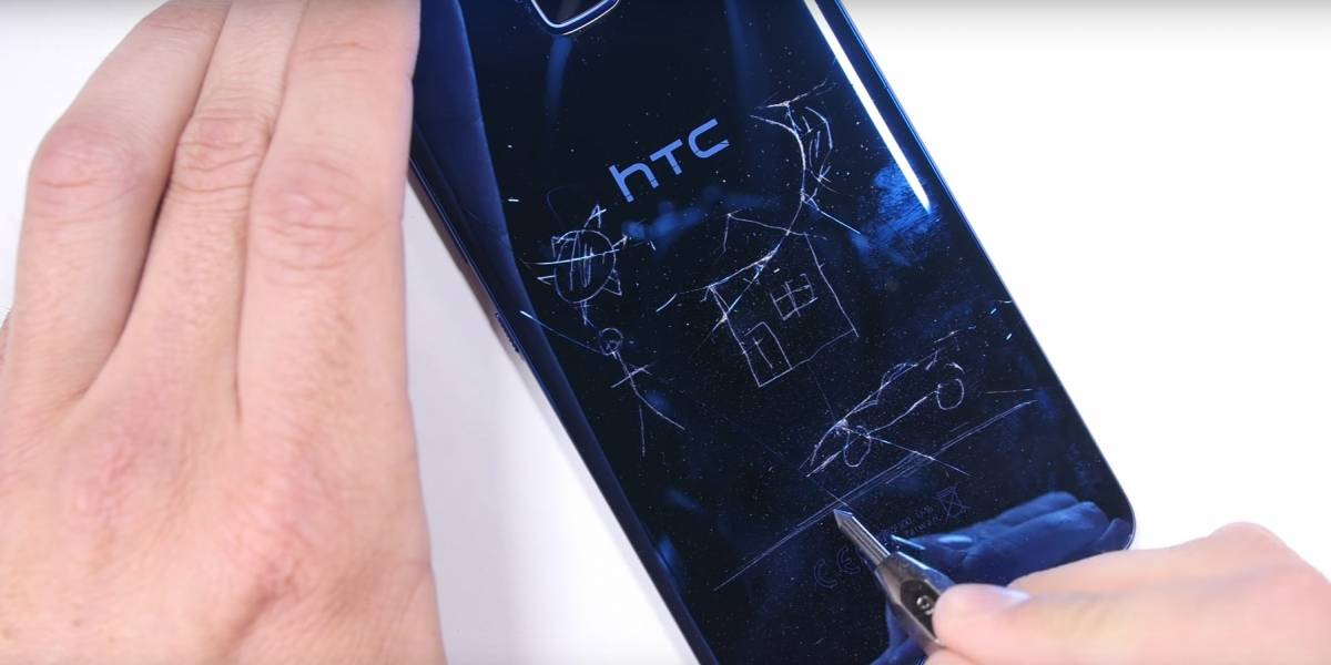 El HTC Ultra se somete a la tortura de JerryRigEverything