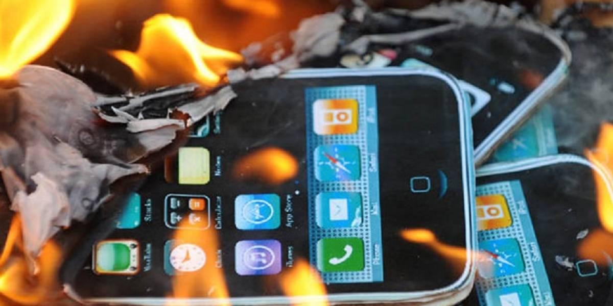 Hombre sufre graves quemaduras por dormir junto a su iPhone