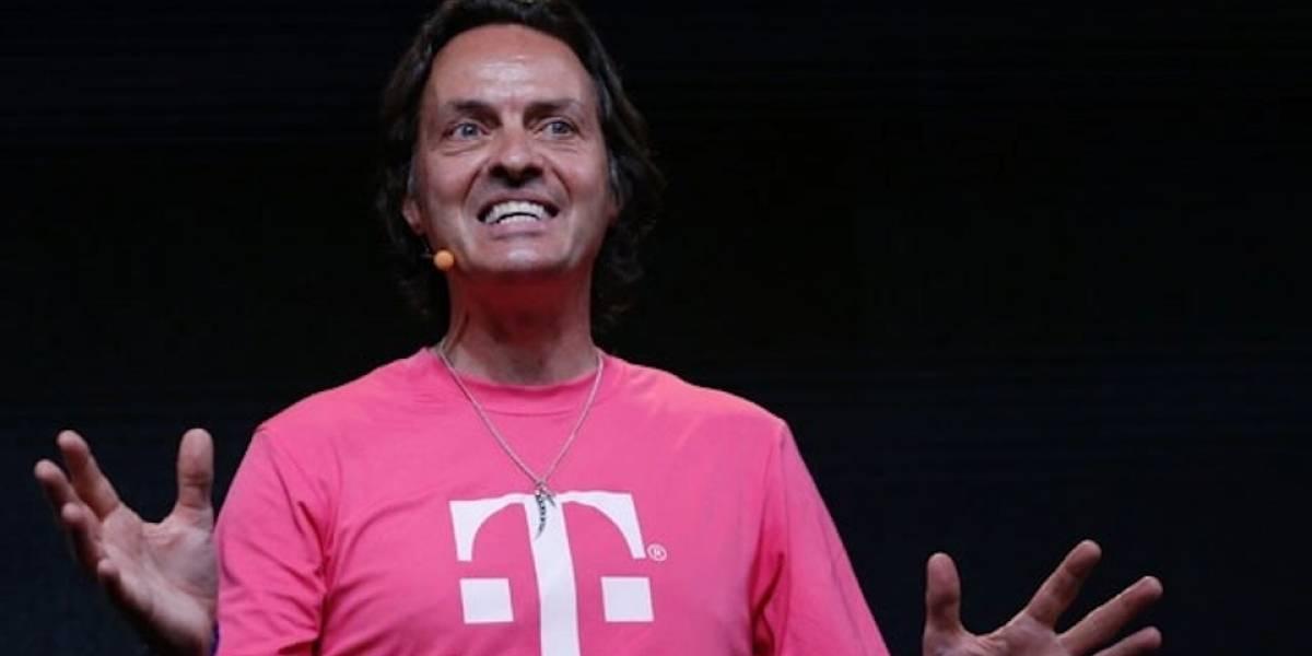 CEO de T-Mobile ingresa a la fiesta de AT&T y termina siendo expulsado #CES2014