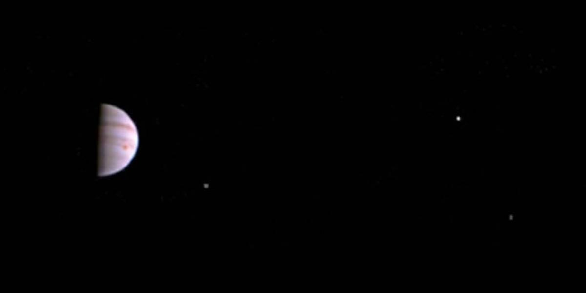 NASA difunde la primera foto tomada por Juno en la órbita de Júpiter