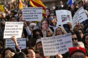 manifestacionesparlamentocataluna4-9b78613d40f1cf7d9cdbc49cb452eeb9.jpg