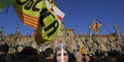 manifestacionesparlamentocataluna6-b5d75e9eaab1724db65addf41fd9e280.jpg