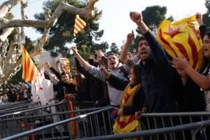 manifestacionesparlamentocataluna7-adb3fcc404402efe1a51654d6993e834.jpg