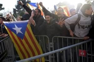manifestacionesparlamentocataluna8-3e24f8fcfe4f101532e4d27ee2e11b2d.jpg