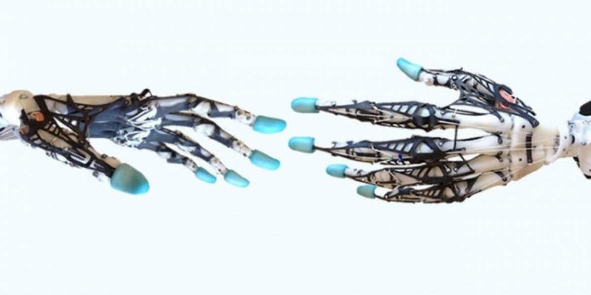 Científicos crean mano robótica biomimética tan precisa como la humana
