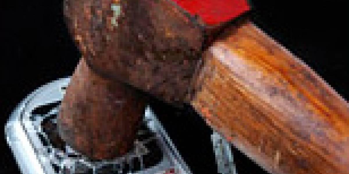 Escolar envía 10 mil SMS y padre destruye su celular con un martillo