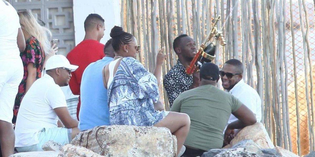 Usain Bolt dispara pistola de champaña y fuma cigarrillos