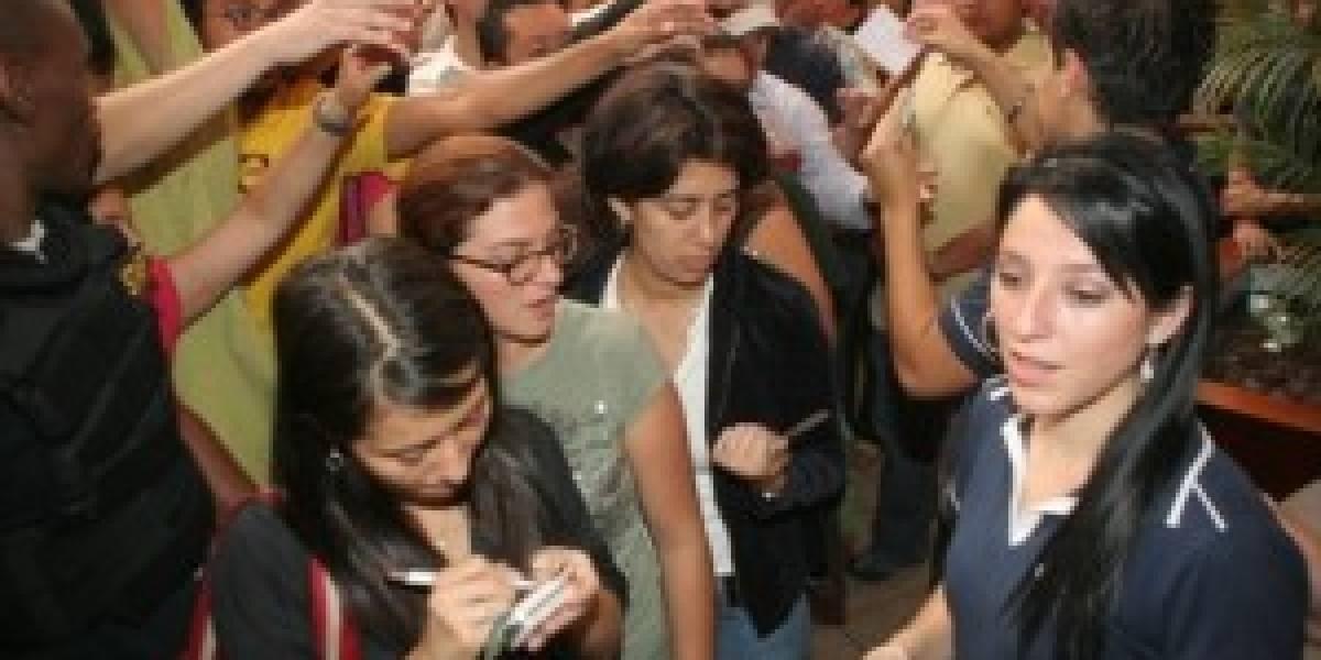 Más de 1000 guatemaltecos hacen fila para un Nokia 5800 XM