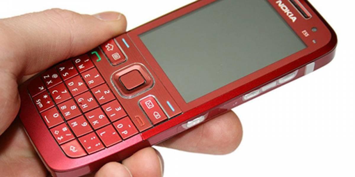 Nokia E55 vestido de rojo
