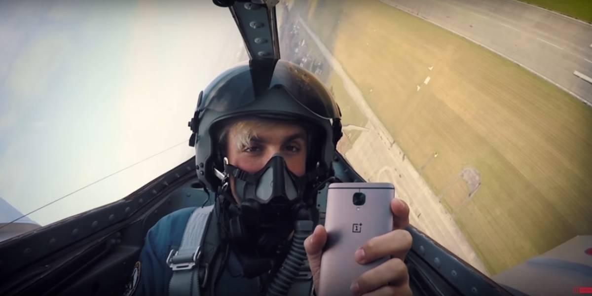 Hacen unboxing del OnePlus 3T arriba de un avión de combate ¿Por qué? porque pueden