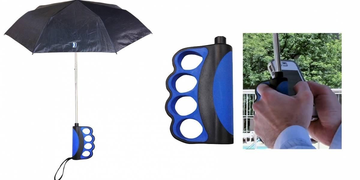 ¿Te desespera no poder usar tu teléfono bajo la lluvia? Ya hay un paraguas para eso