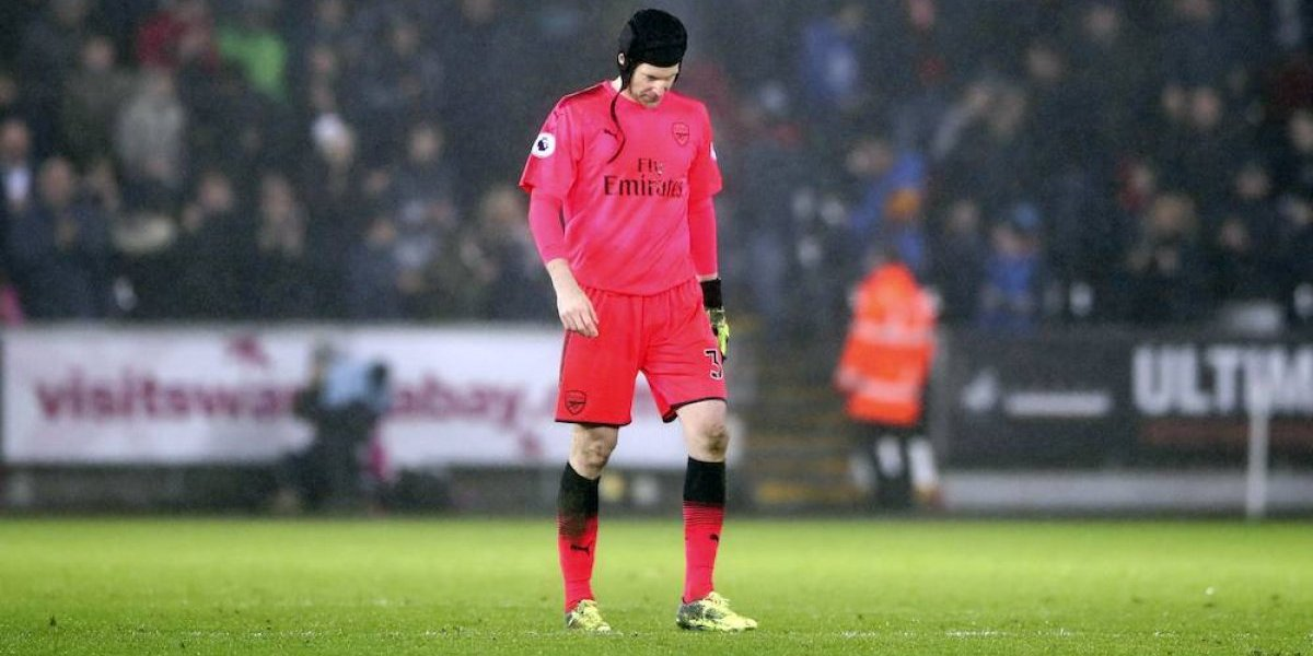 VIDEO: Petr Cech recibe duras críticas por error que le costó derrota al Arsenal