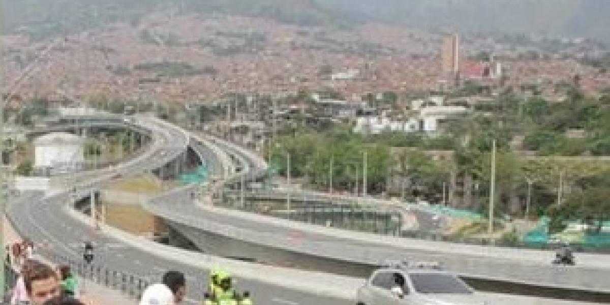 Patrullero logró evitar que un hombre saltara del Puente de la Madre Laura en Medellín