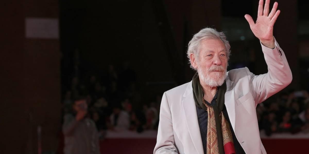 Ian McKellen comemora 30 anos que se assumiu homossexual e emociona fãs