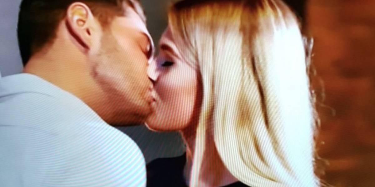Un joven se entera de la infidelidad de su novia a través de un anuncio en televisión