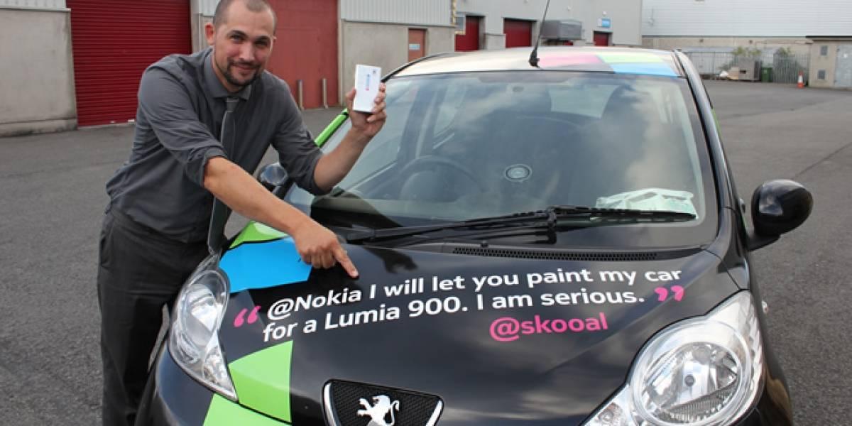 """Hombre permite que Nokia """"le enchule"""" el auto a cambio de un Lumia 900"""