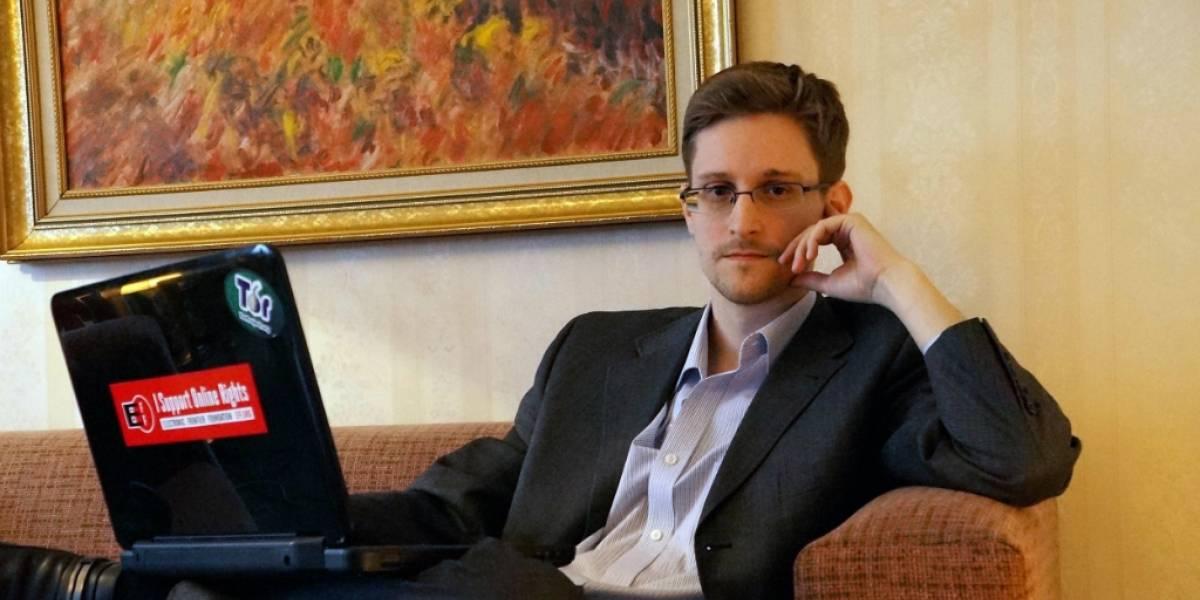 """Snowden dice que el FBI miente: """"Apple no es el único que puede desbloquear un iPhone"""""""