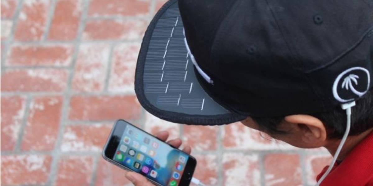 Gorra con paneles solares, la última forma de cargar tu celular