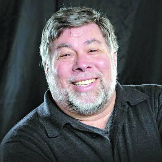 Papo com criador dos desktops. O engenheiro Steve Wozniak contribuiu para mudar o jeito como nos relacionamos com a tecnologia ao ajudar a criar a primeira linha de computadores pessoais da Apple. Essa experiência estará à disposição dos campuseiros em uma sessão de perguntas e respostas na qual ele falará também sobre projetos filantrópicos. Quando: sexta, às 20h