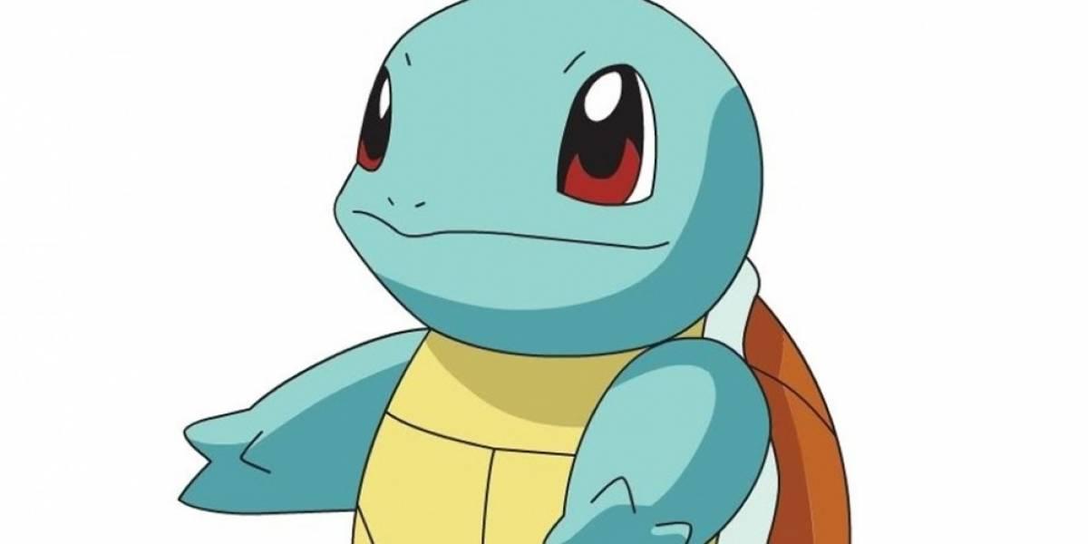 Un hombre captura un Pidgey en Pokémon Go durante parto de su hija