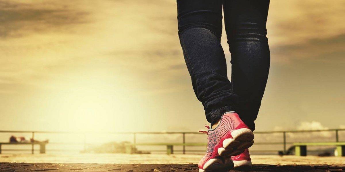 ¿Cómo puedes bajar de peso caminando?
