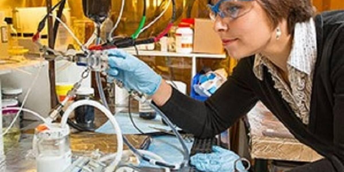 Diseñan batería recargable y rellenable con electrodos líquidos