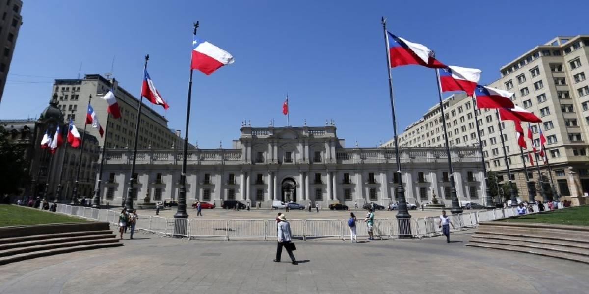 """""""¿Cómo describirías tu día hoy?"""": Ranking revela que Chile es el país menos positivo de toda América y está top 15 a nivel mundial"""