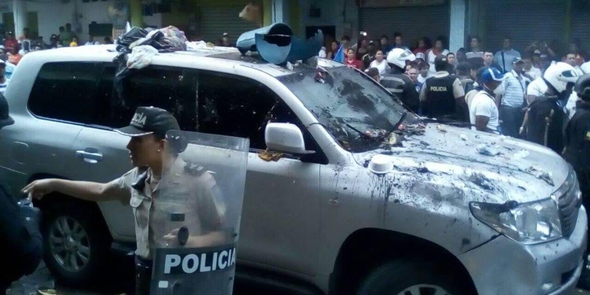 Quinindé: Atacan vehículo en el que se moviliza Rafael Correa