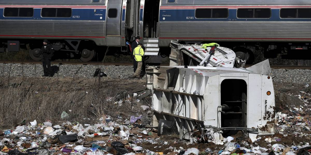 Choque de tren en el que viajaban legisladores republicanos deja un muerto