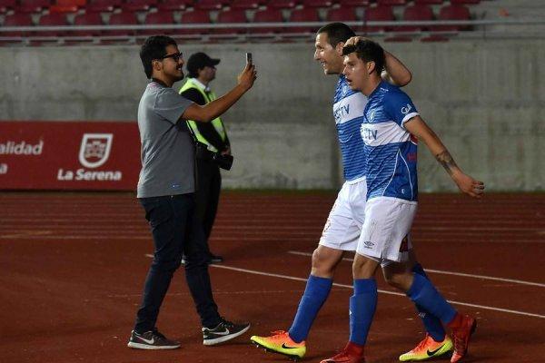 Luciano Aued y el Sub 20 David Henríquez serían titulares en Universidad Católica ante Deportes Temuco / Foto: Agencia UNO