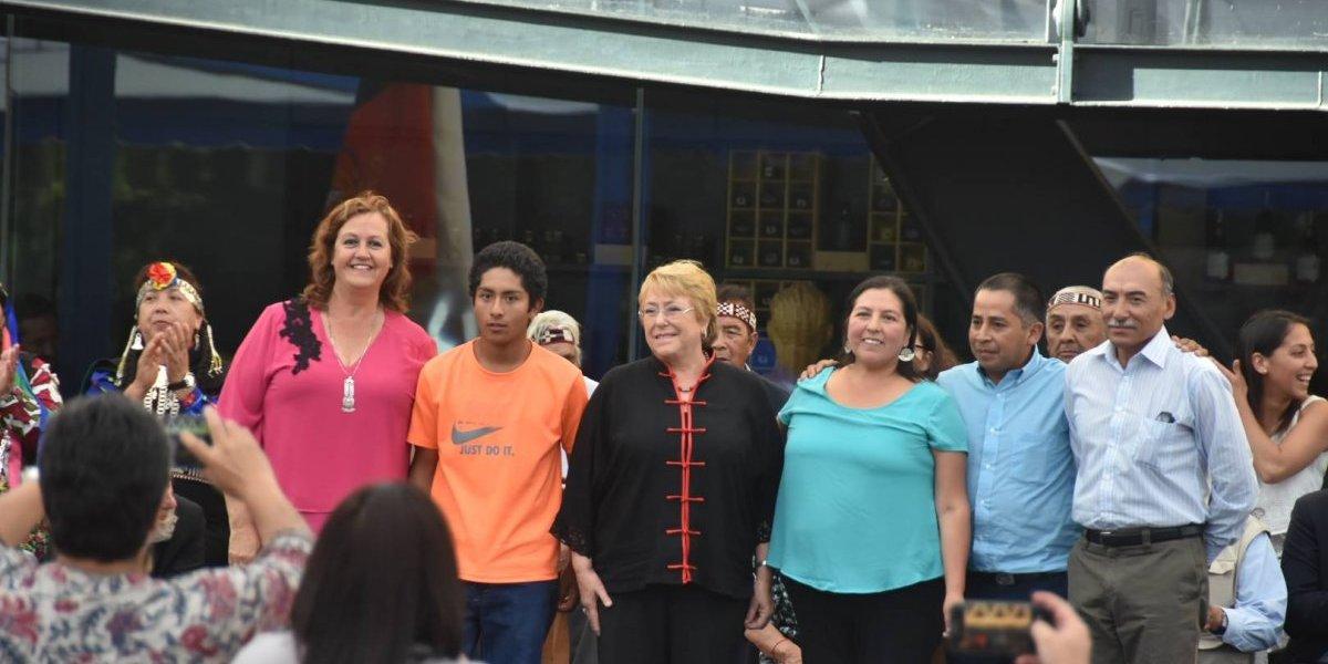 """Visita a La Araucanía: Michelle Bachelet llama a no apresurarse en las conclusiones de la """"Operación Huracán"""""""