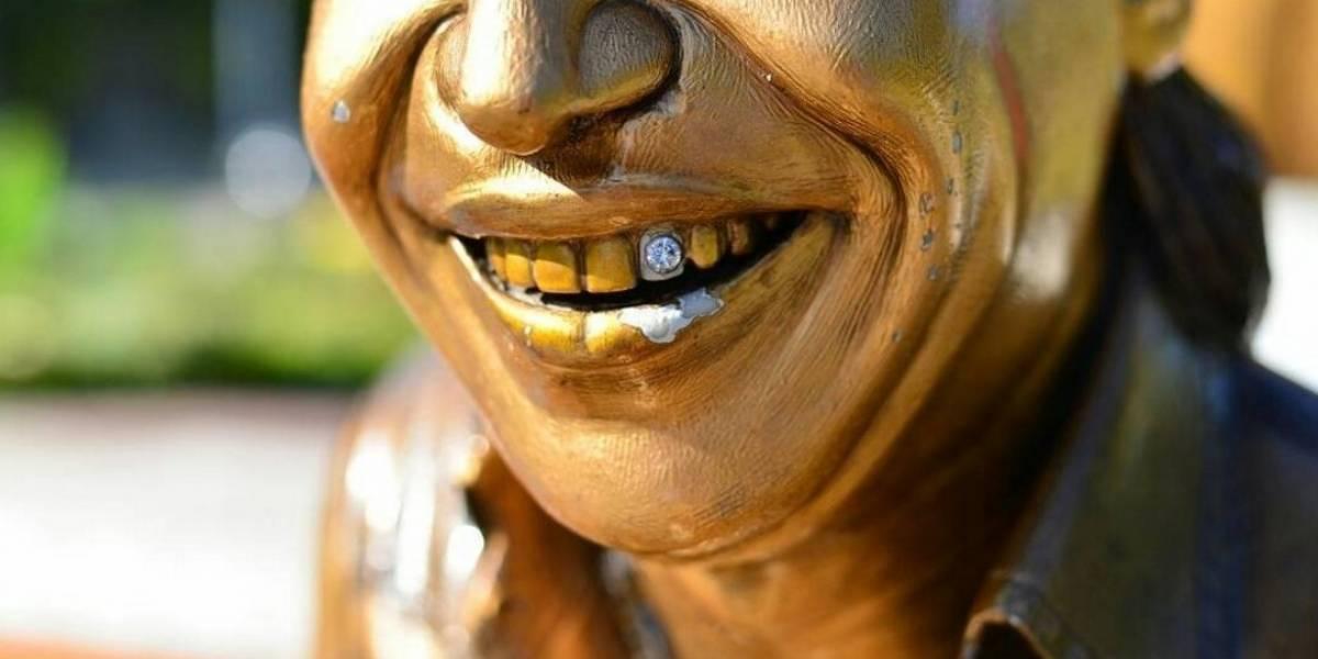 No solo los bromistas: ahora también los ladrones hicieron de las suyas en la estatua de Diomedes